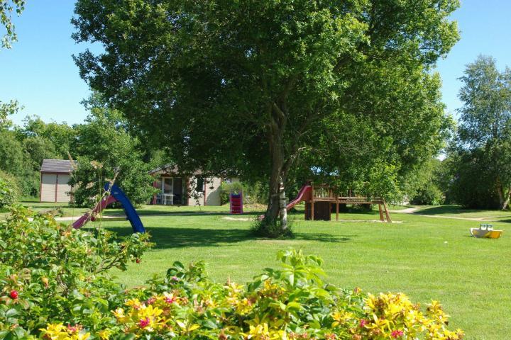 Location chalet sur la c te de granit rose vacances week end for Camping cote de granit rose piscine couverte