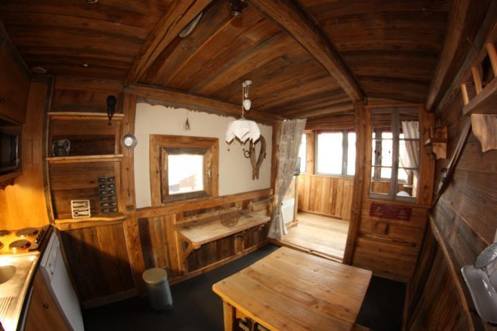 appartement de charme avec loggia d co vieux chalet savoyard. Black Bedroom Furniture Sets. Home Design Ideas